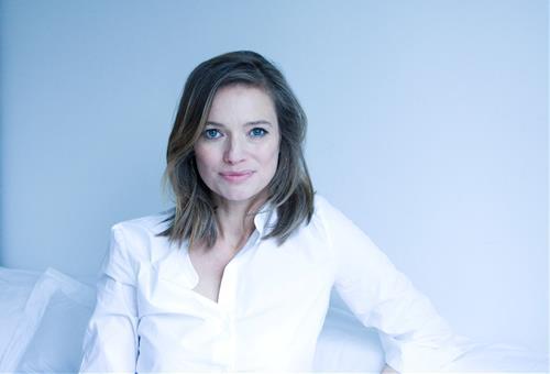 Laura Engstrøm, Forfatter Hos Gyldendal. Køb Bøger Direkte Fra Forlaget